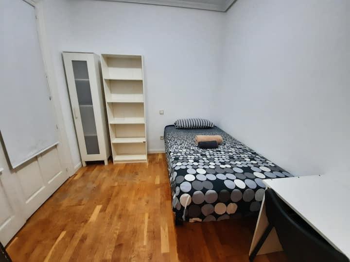 Habitación económica en pleno Centro -C/Fuencarral