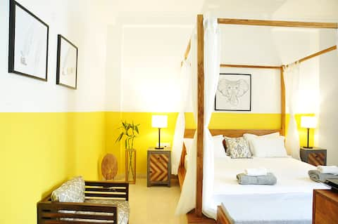 Artsy Luxurious room in SDA Wifi|Living|Kitchen