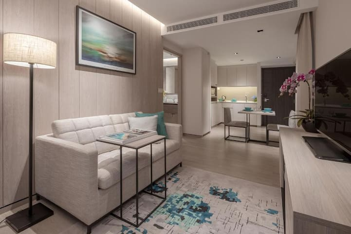 Luxurious one bedroom at the center of the city
