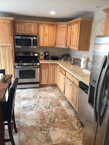Fully furnished loft style apt - Olean - Apartment