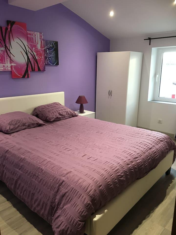 Belle Chambre violette au cœur du Médoc