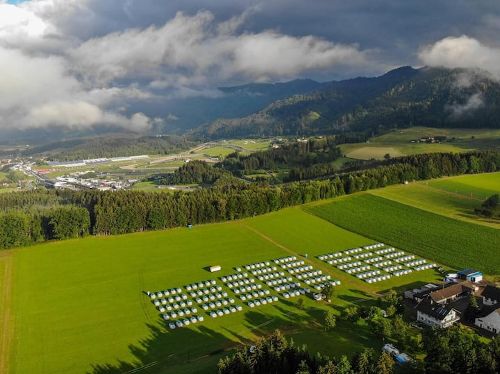 Comfortable tent hotel close to the Redbull Ring.