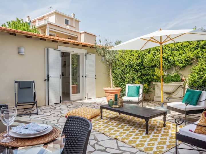 Charming little house with garden, 100m from beaches of Antibes - Welkeys