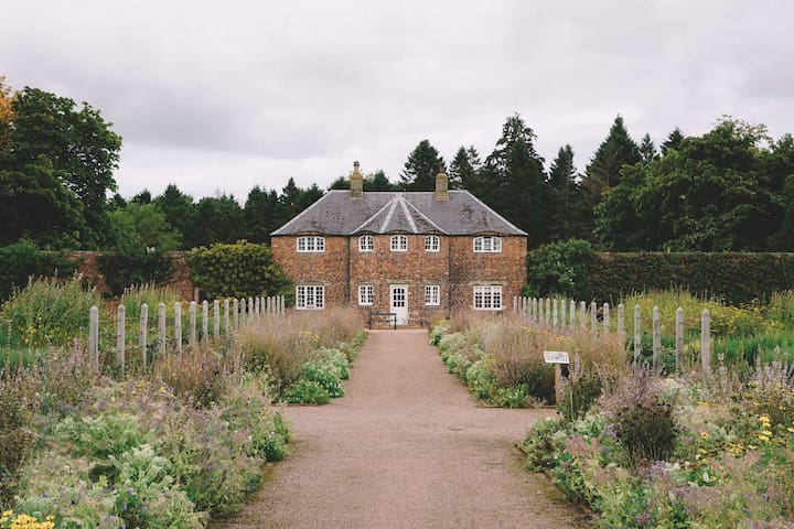 Garden Cottage | Idyllic Walled Garden Cottage