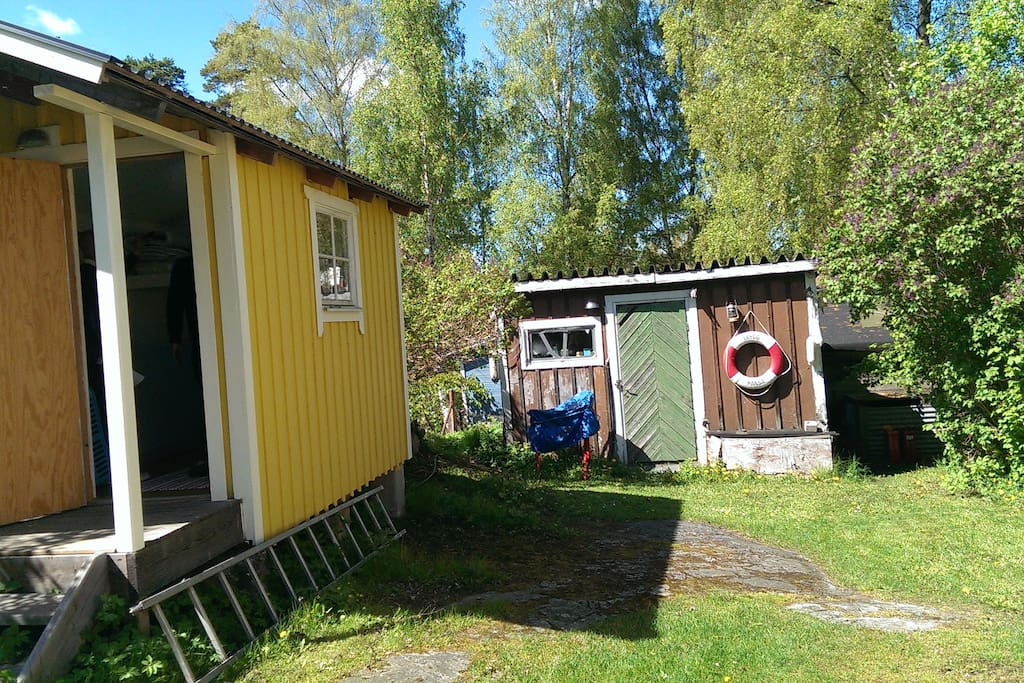 All-year-round guesthouse and tool shed/out house.