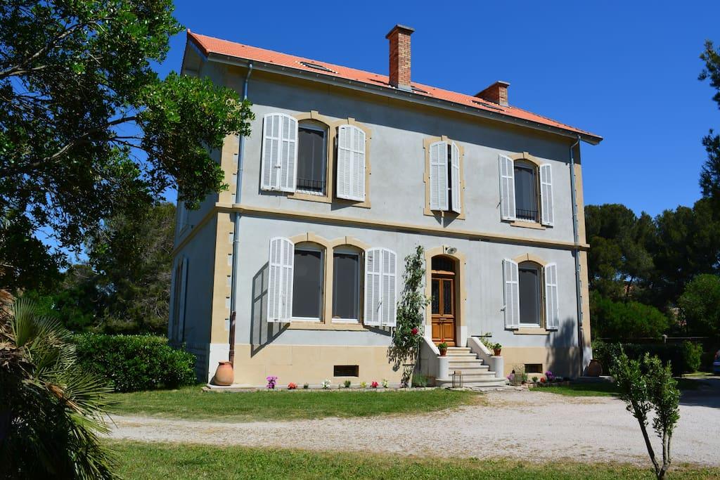 Chambre d 39 h tes en camargue 4 bed and breakfasts b b for Maison de camargue