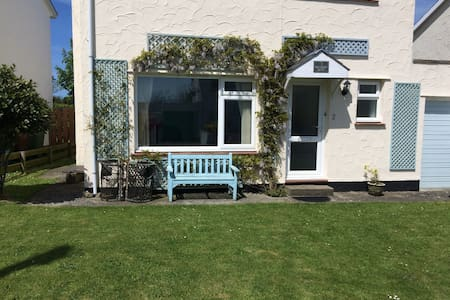 Blodau Glas Country View by the sea - Pwllheli