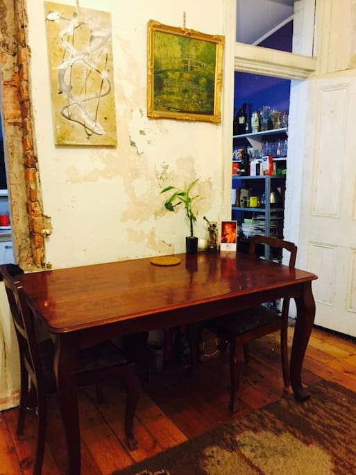 Dining table has 4 chairs