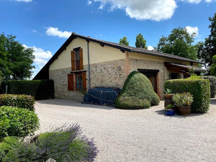 Monclar de Quercy: villa avec piscine et vue