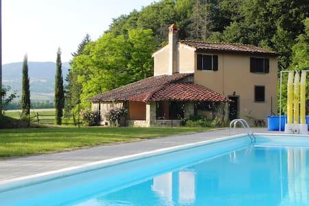 Pink farmhouse close to the  pool, farm-life relax - Bibbiena - Casa