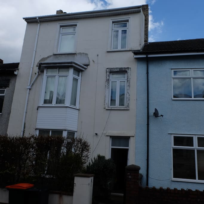 Terraced Townhouse close all amenities