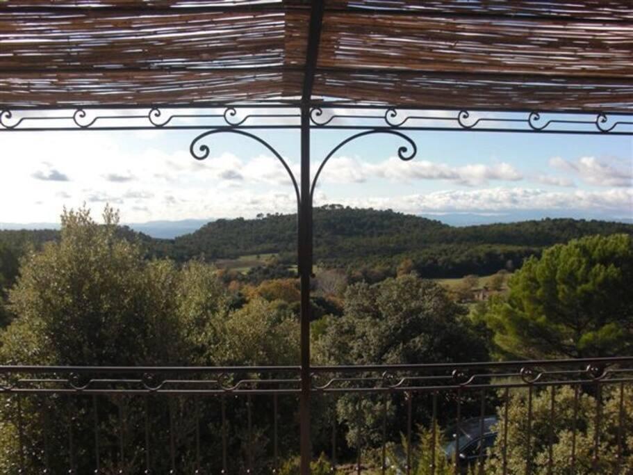 Vue depuis la terrasse,sur les Maures et l'Esterel