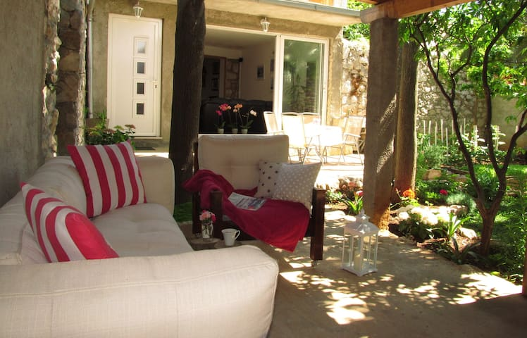Cozy house with a charming garden - Dubrovnik - Casa