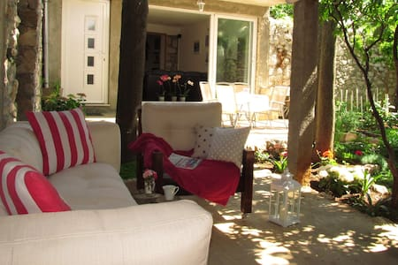 Cozy house with a charming garden - Dubrovnik - Rumah