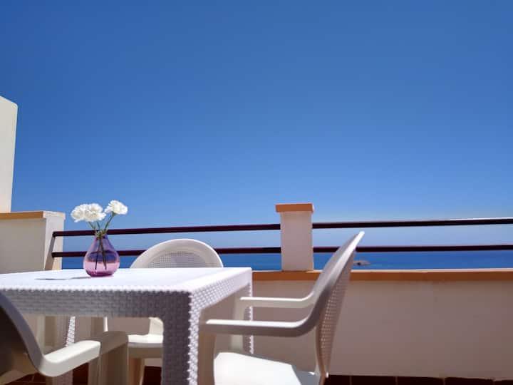 Apartamento con vistas al mar en zona tranquila