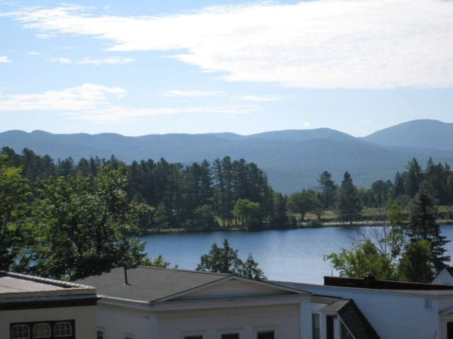 Shore Crest, Downtown Getaway - Lake Placid - Appartement