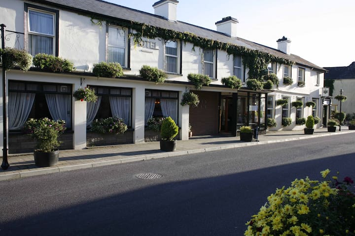 Casey's Hotel Glengarriff Village - Glengarriff, West Cork - Penzion (B&B)
