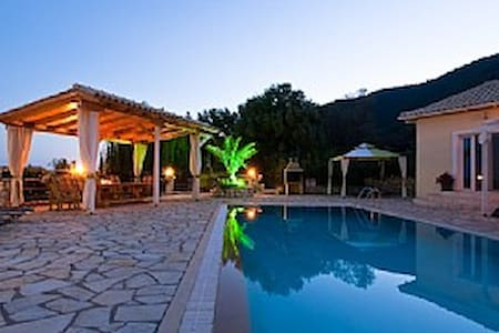Luxury Villa, Private Pool & Spectacular sea views - Villa