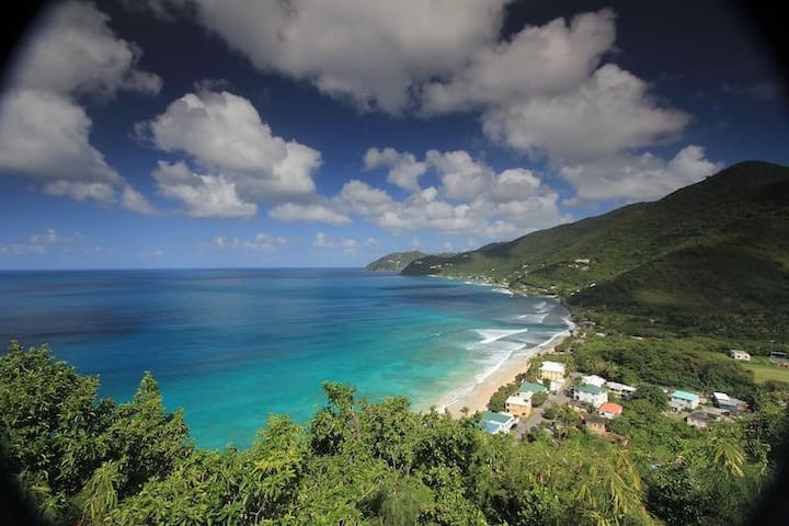 Guavaberry Cottage overlooking Apple Bay surf - Tortola - Houten huisje