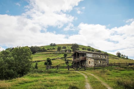 TYPICAL HOUSE WITH FANTASTIQUE VIEW - San Roque de Riomiera, Cantabria - Kisház