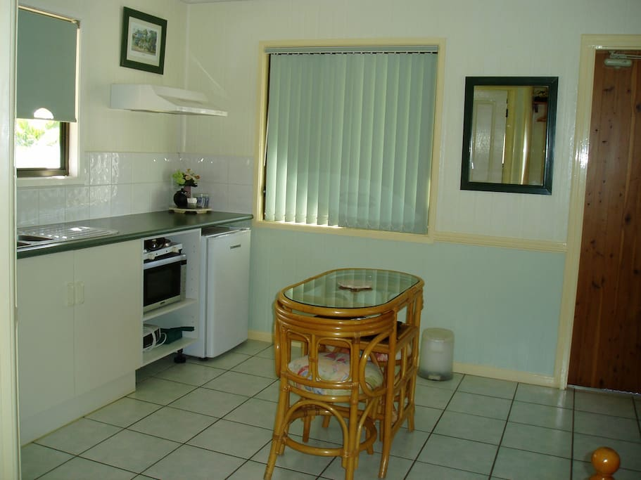 Chillagoe Cottages - Dining - Kitchen Area