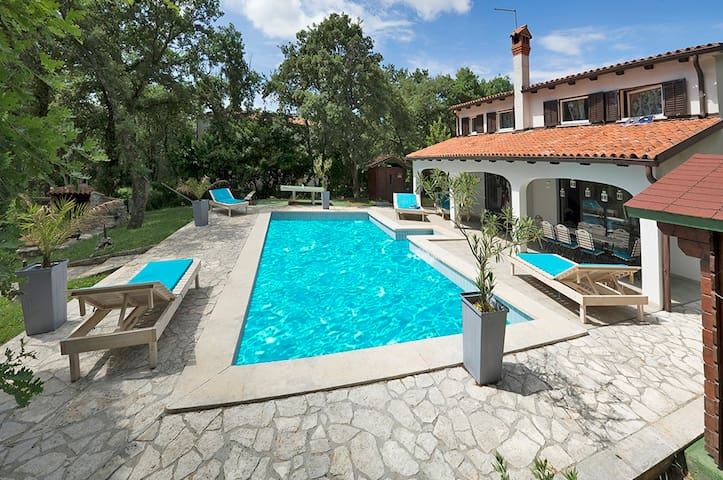 Villa with pool and tennis court - Buje - Villa