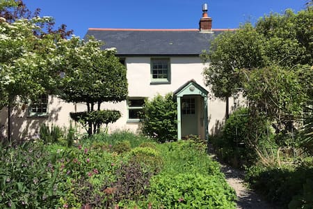 Lovely old characterful cottage with a huge garden, a few mins walk from the Cornish coast path, 15 mins walk to a private cove and 5 mins drive to the huge golden beach in Perranporth.  Four double beds, woodburner, amazing home cinema system!