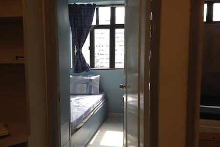 Clean & cozy room 1 min fr MTR - 香港香港 - Apartment