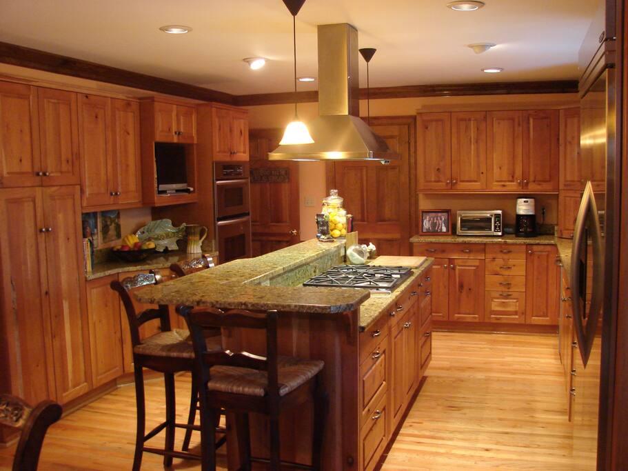 Main Level Kitchen & Dining Bar