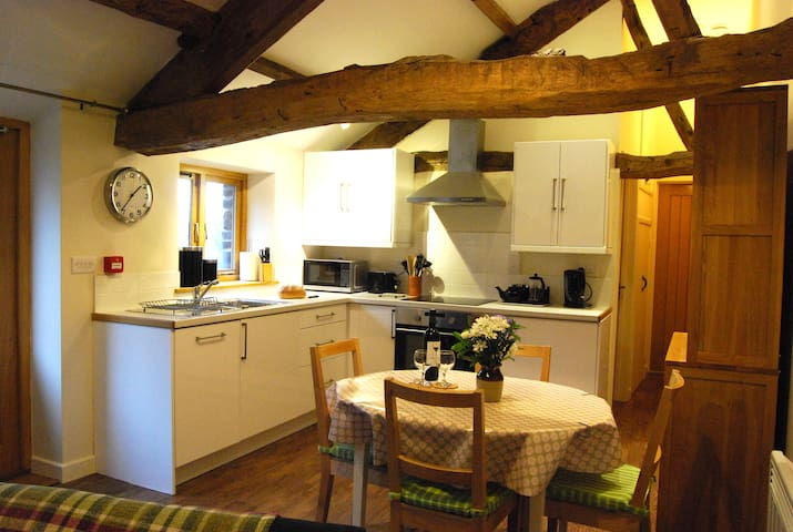 Cosy Canal Cottage, Brecon Beacons - Llanfrynach