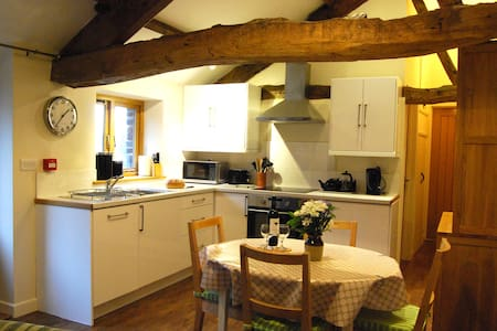 Cosy Canal Cottage, Brecon Beacons - Llanfrynach - House