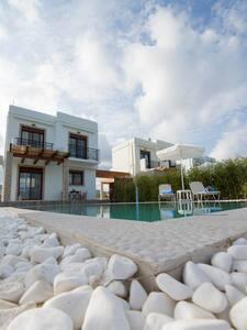 NEW LUXURY VILLAS IN FRONT OF SEA - Γεννάδι - Villa