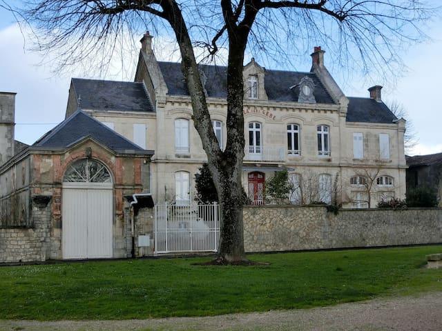 La Villa Sans Gêne - Saint-Jean-d'Angély - Villa