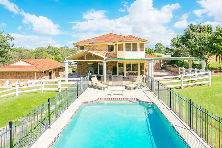 Charming Acreage POOL-5 mins to Sirromet Mt Cotton