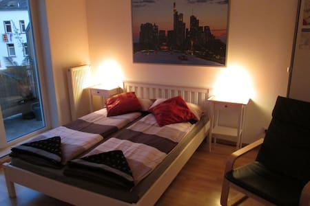 Private bathr./10min to FRA center! - Offenbach - 公寓