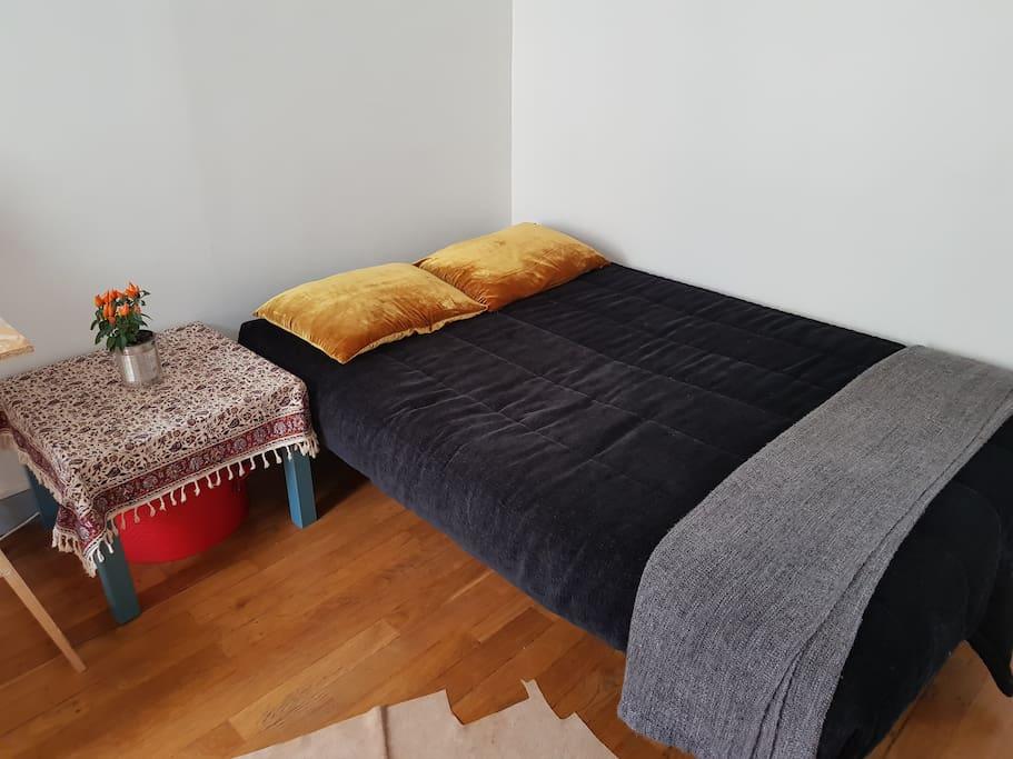 lit / bed