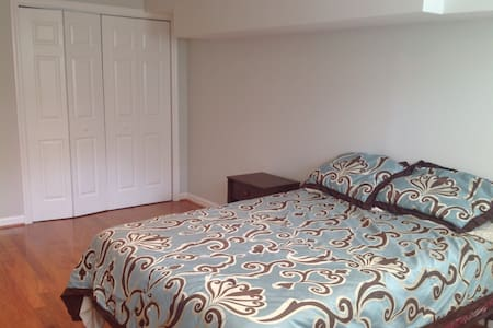 Perfect room minutes from Dulles - Centreville - Casa