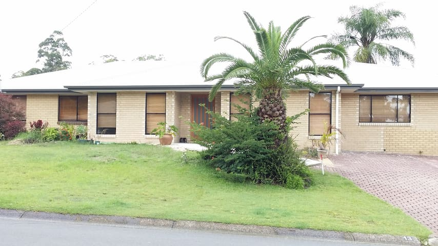 Spacious room,Comfy Q/S bed, ensuite, robe, tv. - Springwood