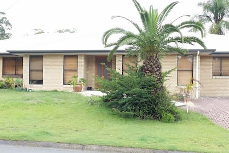 Q/S bed, ensuite and robe - Springwood - House