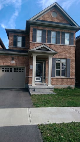 GORGEOUS - 3 BEDROOM  HOUSE - Milton - House