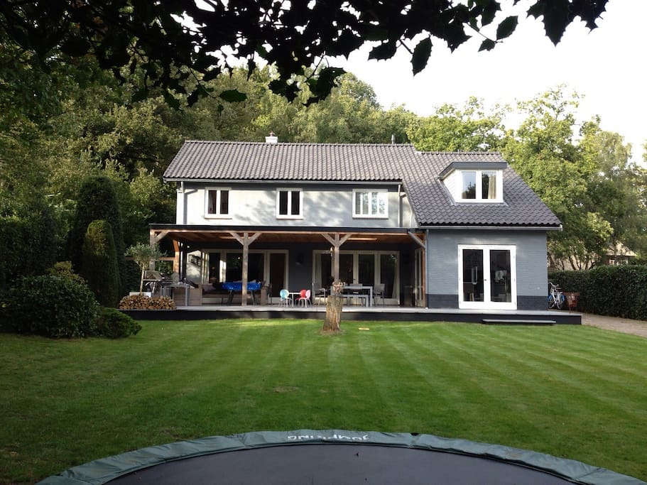 villa tuin 20 minuten van a 39 dam villas louer blaricum noord holland pays bas. Black Bedroom Furniture Sets. Home Design Ideas