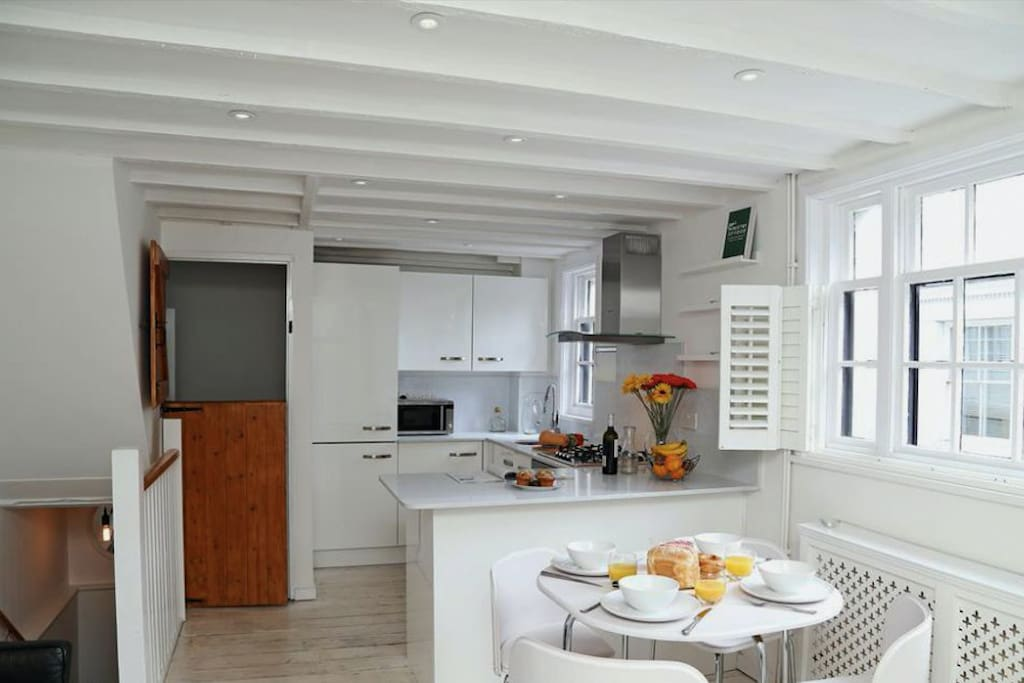 open plan kitchen diner is light and airy, with quartz worktops and Neff appliances