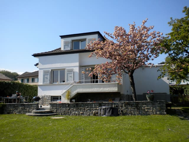 Cosy house close to Lausanne - Lonay