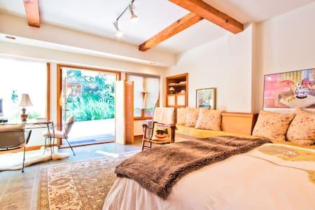 Shore's Vacation Studio - Topanga Canyon