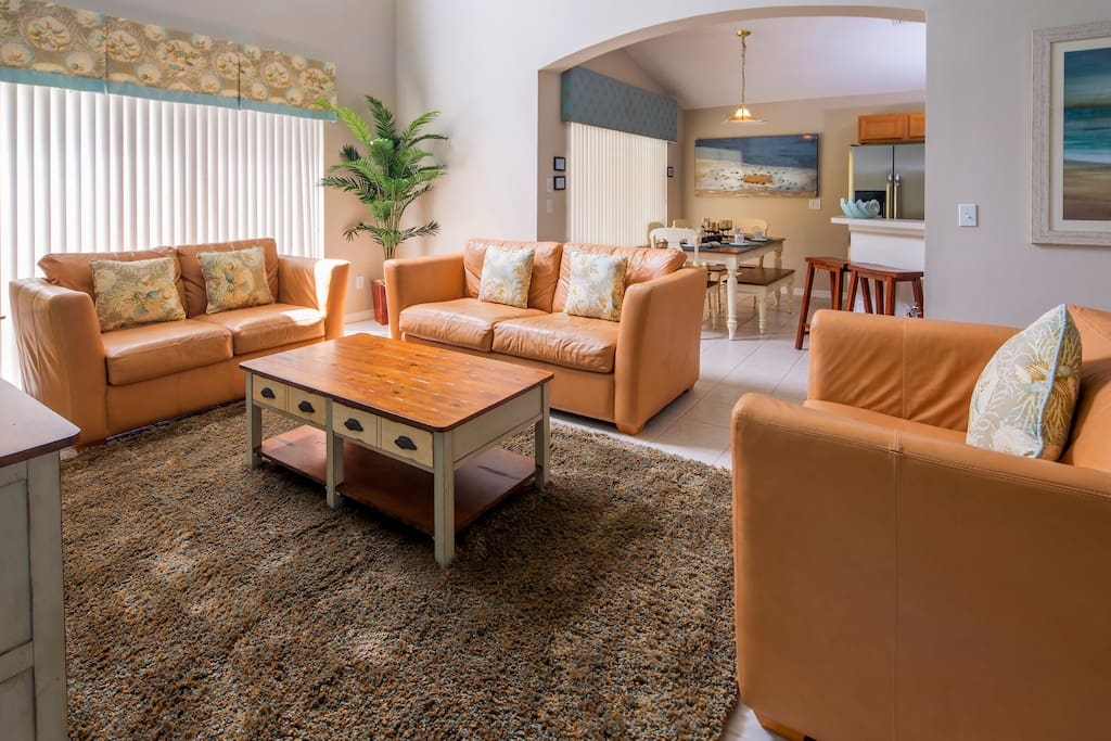 This bright and spacious open-plan living room will be the hub of your vacation to Orlando. Sit together and plan the next days exciting adventure at the parks and attractions!