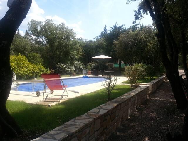 villa avec piscine,  terrain arboré - Saint-Julien - House