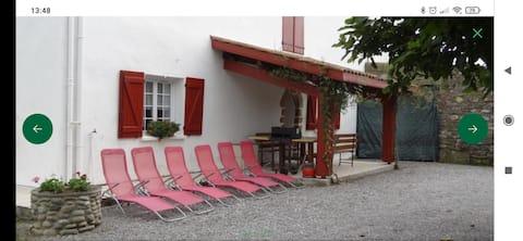Maison dans un joli village Basque
