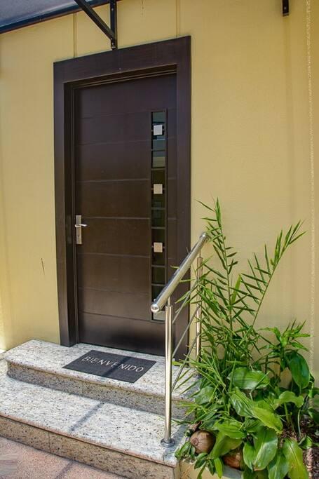 Puerta de acceso al 3r piso / Access door to the 3rd floor