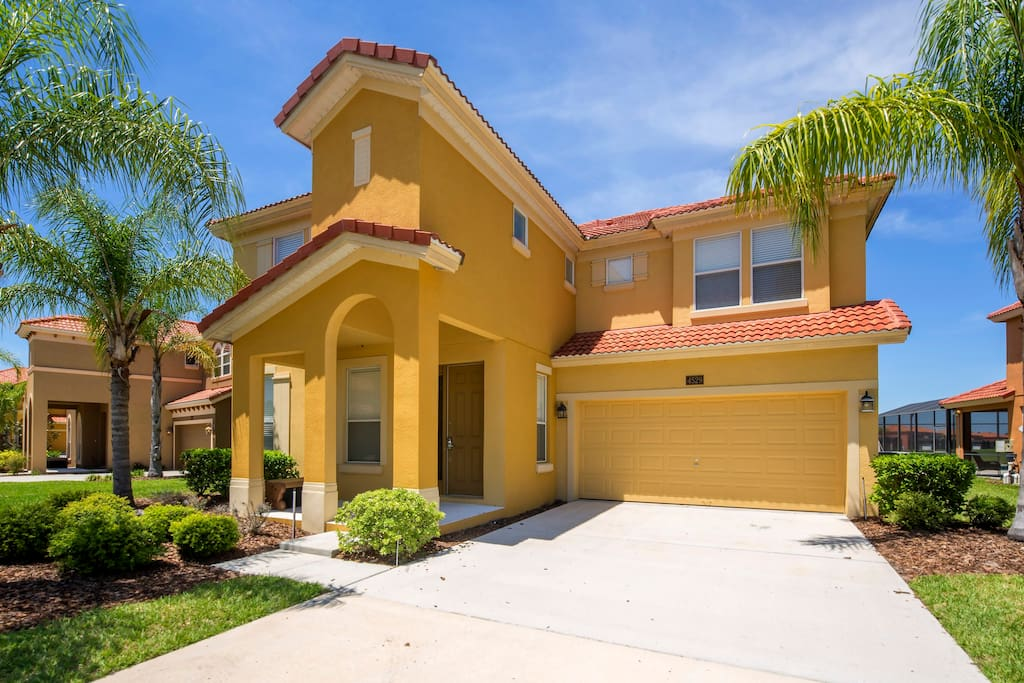 This spacious 6 bedroom beauty is located at the Bella Vida resort and is the perfect place to base your Florida vacation.