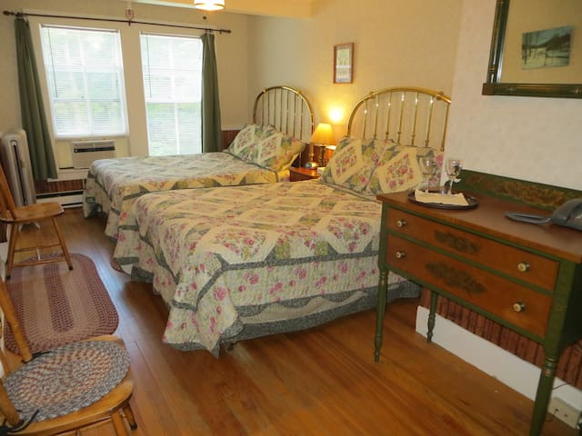 2 Full Beds, Breakfast,Private bath - North Conway - Bed & Breakfast